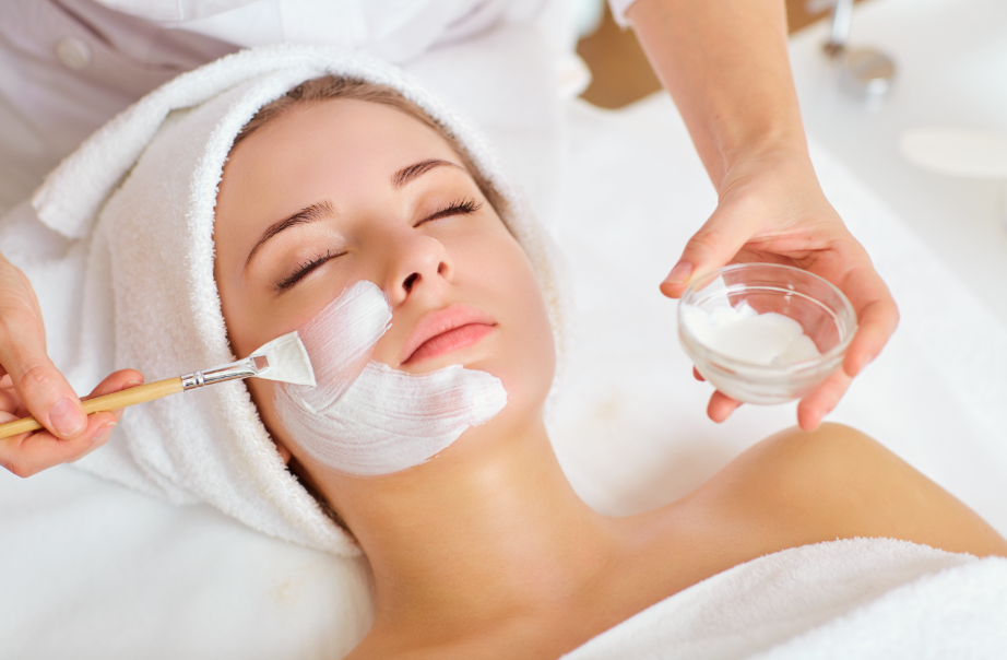 До начала чистки на кожу наносится маска