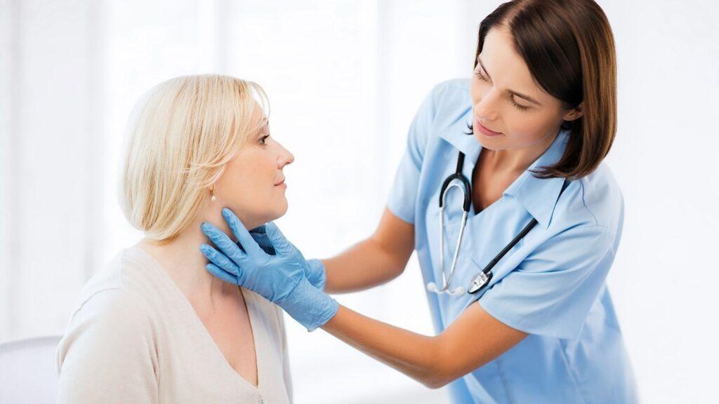 Пальпация щитовидной железы на приеме у врача